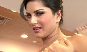WANKZ- Sunny Leone Gets Naked And Masturbates